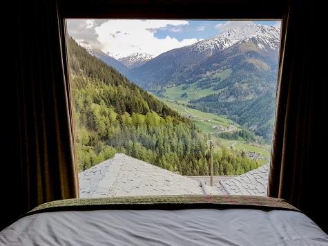 Chambre double avec vue sur la vallée© Nadine Wick