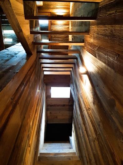 Les escaliers de la Grange rénovés avec goût © Nadine Wick